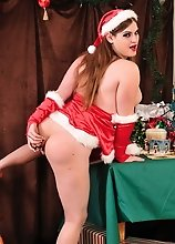 Xmas Tiffany toying her butt