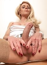 Joanna Jet - Casual in Heels