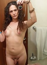Dirty tgirl Nikki shows it all