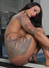 Tattooed Rosy Pinheiro strips off her bikini and high heels to exposing her sexy feet while washing them, teasing and showing off